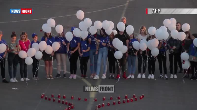 Молодежь на руинах луганского аэропорта почтила память пассажиров малайзийского боинга
