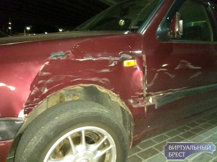 На стоянке у нового автовокзала повредили автомобиль. Владелец ищет очевидцев