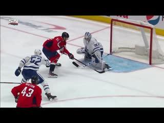 Evgeny kuznetsov streaks by maple leafs then beats michael hutchinson
