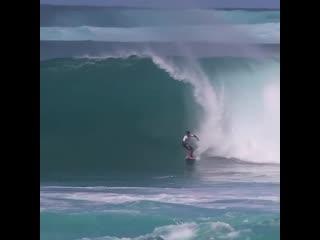 Сансет Бич  место с очень тяжелыми волнами для сёрфинга, но, кажется не для 16-летнего  Джексона Банча @jacksonbunch.
