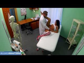 [Fake Hospital] Доктор ебет девушку [Full HD доктор медсестра секс порно в больнице на приеме у доктора fake ]