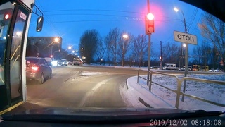 Не останавливайтесь на мигающий зеленый, желтый светофор. Автобус с пасажирами ДТП авария пдд опыт