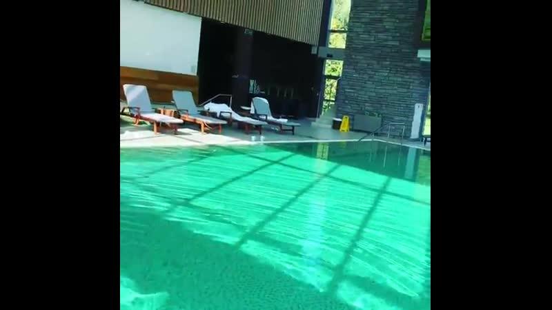 Елена Летучая лежит в сексуальном купальнике в басейне видно грудь светит сиськами в мини бикини голые знаменитости засветы слив