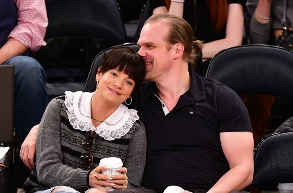 Дэвид Харбор рассказал, почему он с Лили Аллен: «У нее потрясающе красивая задница»