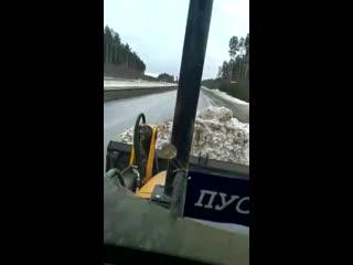 Злой тракторист и тренога  (360p).mp4