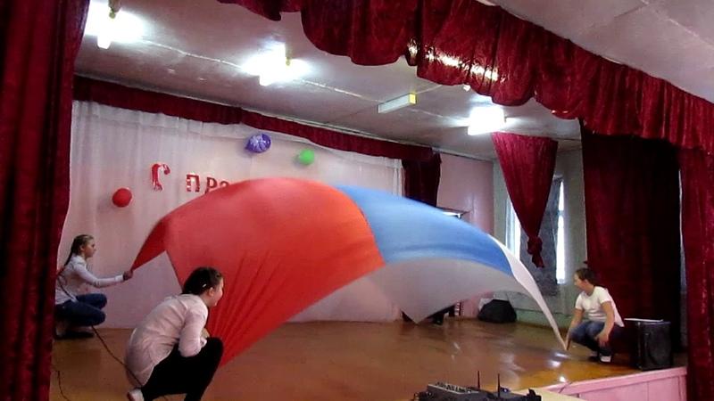 Танец с флагом Р.Ф. хореограф-постановщик Гюзель и Эльмира Сафины
