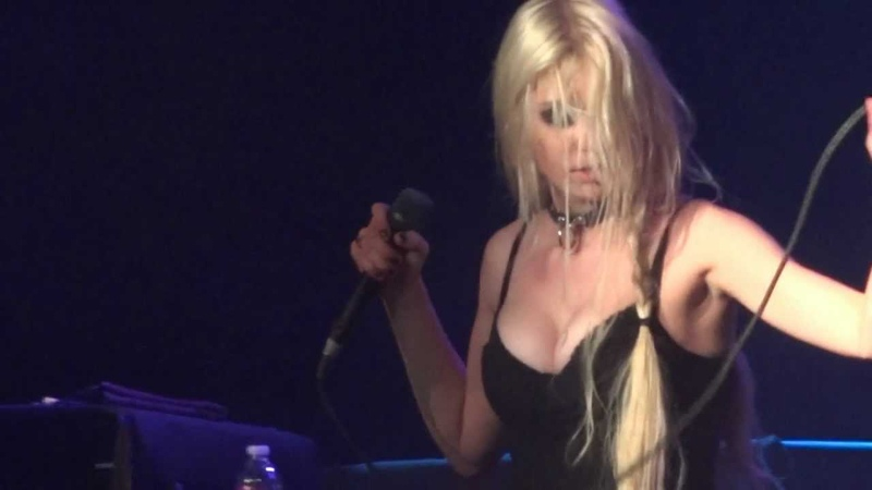 The Pretty Reckless - Make Me Wanna Die (Live in Los Angeles 10-11-11)
