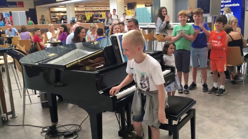 Amazing airport pianist Harrison aged 11 plays Ludovico Einaudi cover Nuvole Bianche