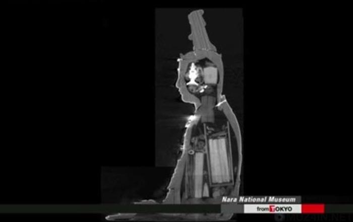 10 странных вещей, которые были найдены внутри статуй, изображение №9