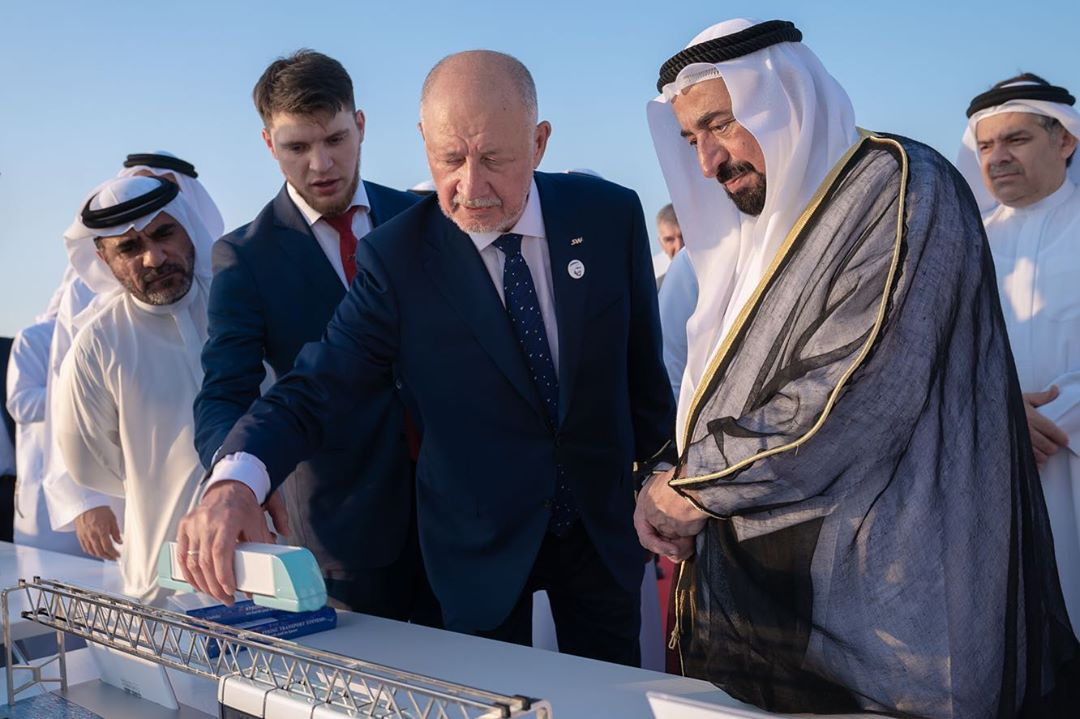 Tiểu vương quốc Sharjah Sultan bin Muhammad Al-Qashimi tại lễ khai trương trung tâm SkyWay ở Sharjah