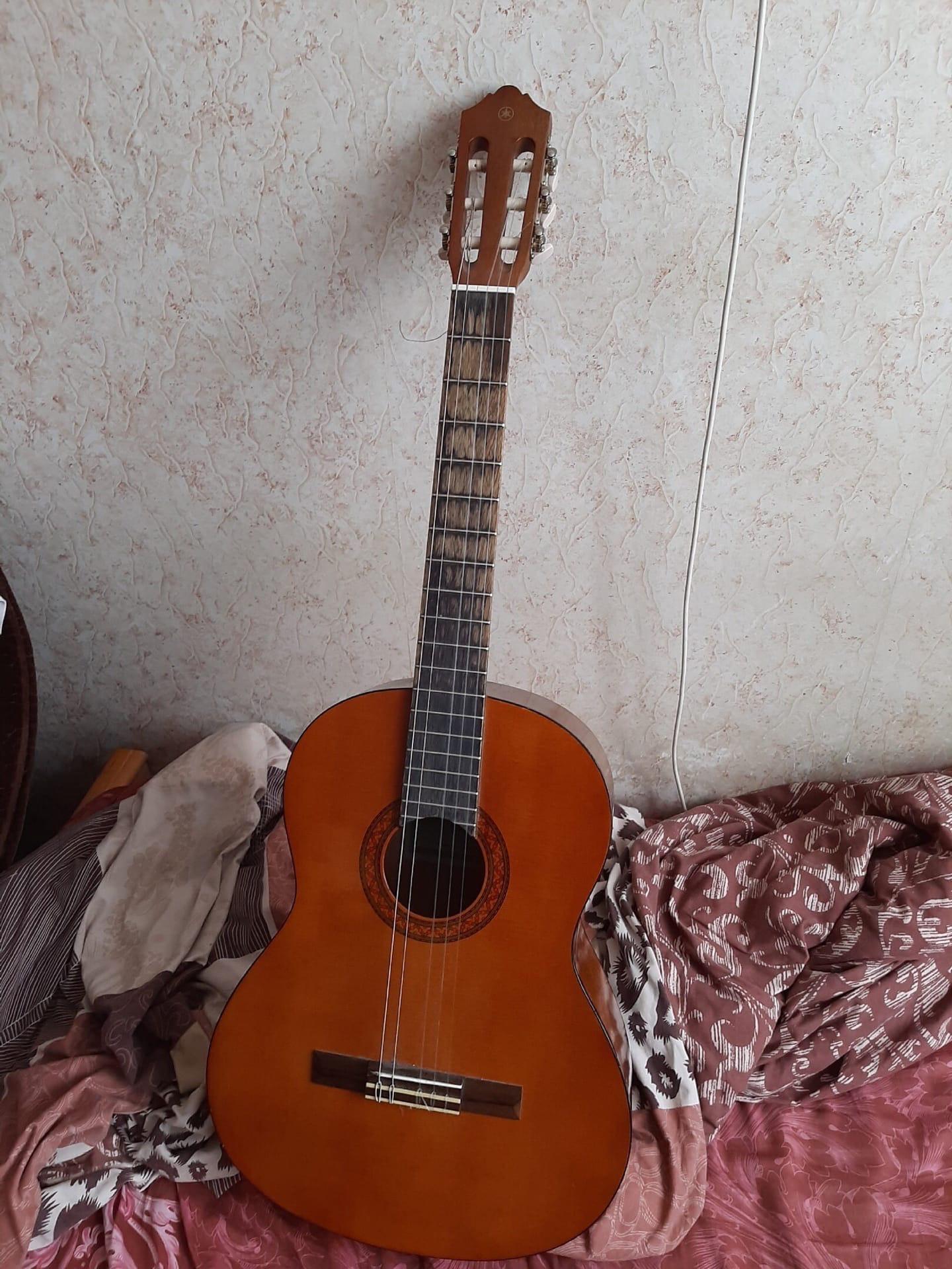Купить гитару.  Yamaha C40.  6500.  Не хватает   Объявления Орска и Новотроицка №2862