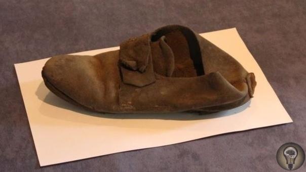 Всего сто лет назад британцы прятали в стенах своих домов обувь, чтобы уберечься от зла