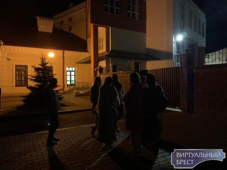 Задержанных в Бресте начали выпускать из СИЗО (через суд). Вот о чём они нам рассказали