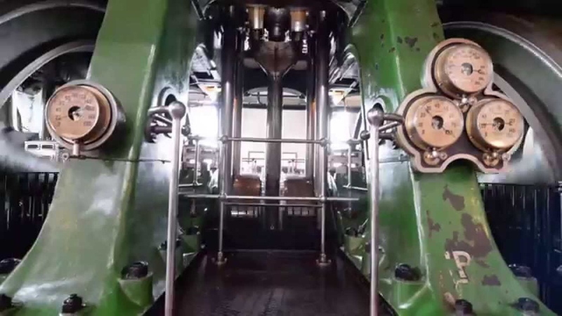 Kempton Park Big Triple Steam Engine Starting