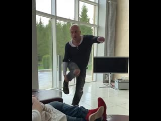 Дмитрий Нагиев и Дмитрий Красилов устроили танцы