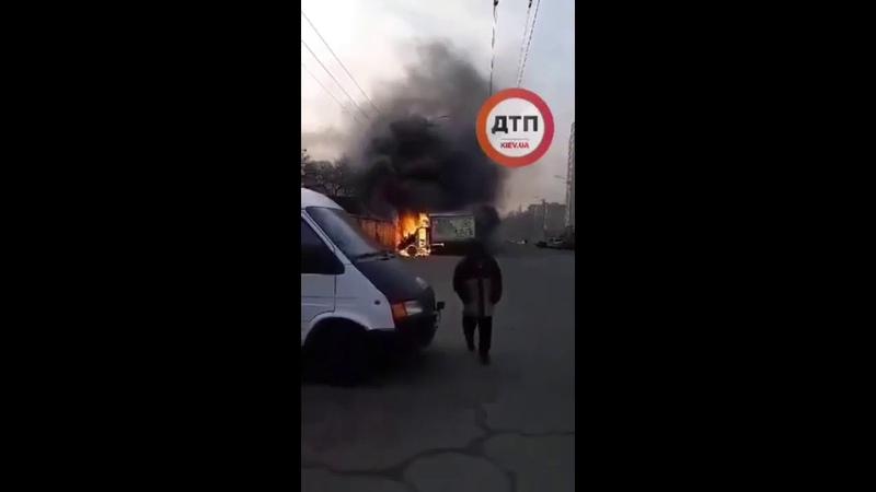 Киев Пожар Академгородок Ул Чернобыльская на рынке горит автомобиль с молочкой Причины воз