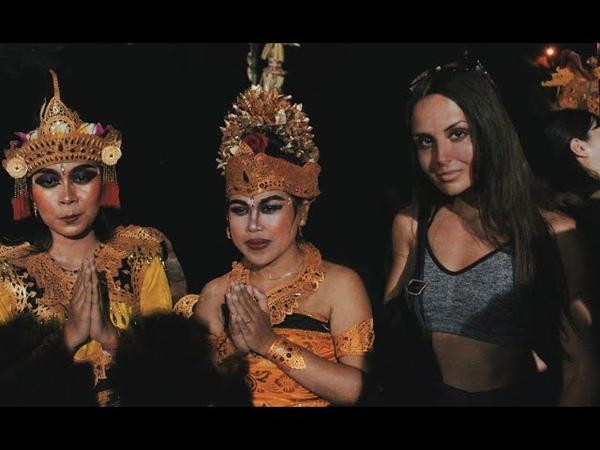 Мистический танец КЕЧАК в Улувату. Как в балийцев вселяются духи. Контактный зоопарк на Бали.