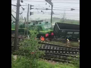 В Петербурге столкнулись товарные поезда