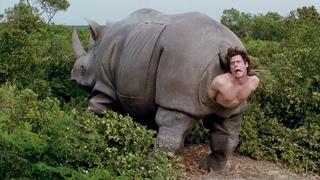 """Эйс Вентура вылазит из носорога -  """"Эйс Вентура 2: Когда зовёт природа"""" отрывок из фильма"""