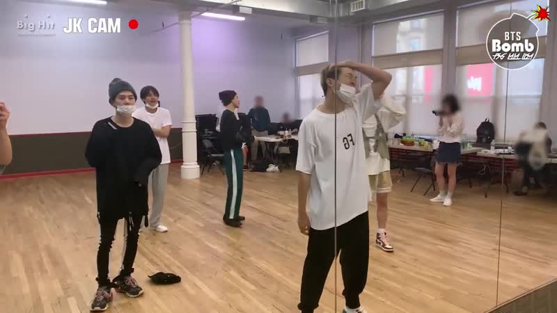 RUS SUB Рус саб BANGTAN BOMB За кадром танцевальной практики Skool Luv Affair BTS 방탄소년단