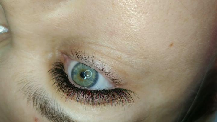 Наращивание ресниц Симферополь on Instagram Решили поэкспериментировать с цветом что бы подчеркнуть красивый оттенок глаз моег
