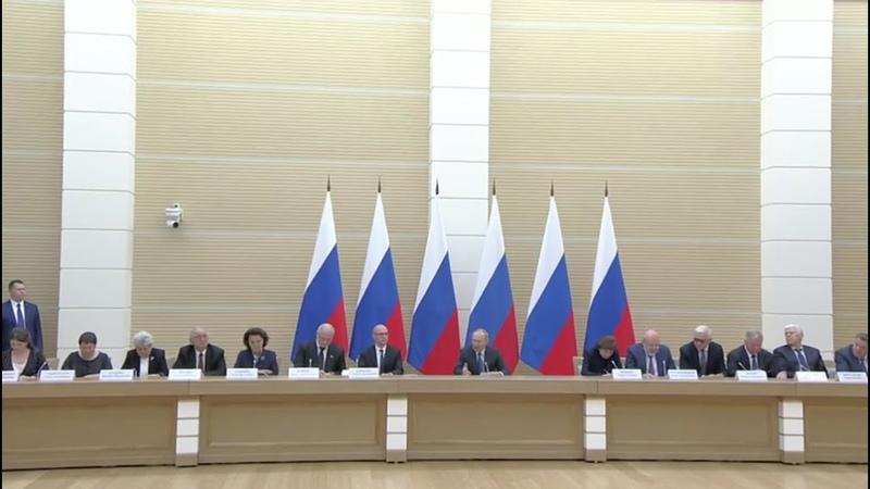Wenn wir können, dann müssen wir das tun – Putin trifft Arbeitsgruppe für Verfassungsänderungen
