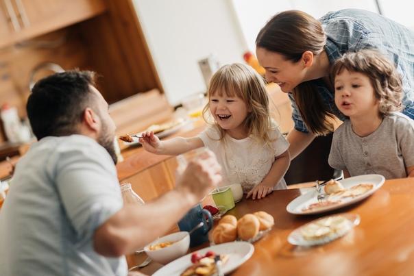 family eating breakfast - 660×660