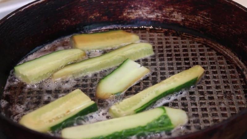ЖАРЕНЫЕ ОГУРЦЫ ПО КИТАЙСКИ Chinese Style Fried Cucumbers with subtitles RU EN