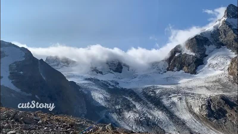 На границе Грузии и КБР закипает Джантуган укрывая горы мягким одеялом из облаков