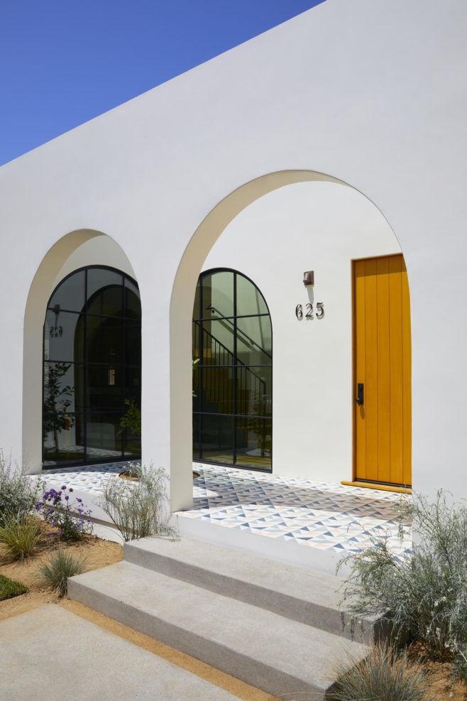 Современный дом в испанском стиле в Калифорнии || 02