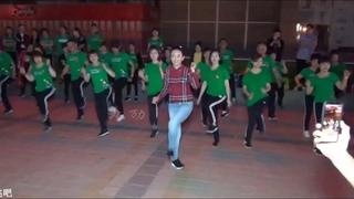 Beijing Bairongweika Shuffle Dance! Students practice under the guidance of Dandan teachers.