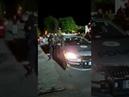 Policajtov zbili a vyhnali, keď kontrolovali nariadenia Sadni do toho auta a vypadni!