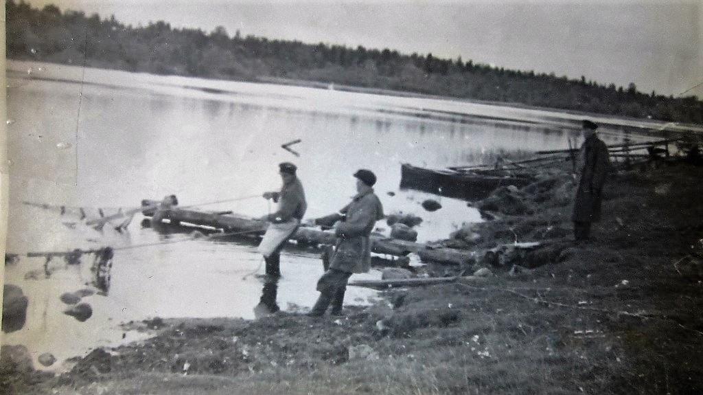 Ловля рыбы на Деревенском озере рядом с