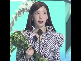 [200108] taeyeon winning Artist of the Year - March 2019 at Gaon Chart Music Awards 2019
