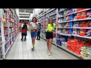 [Polina Dubkova] Танец в МАГАЗИНЕ + реакции   Бабуля в ШОКЕ 😂   Полина Дубкова и RedGi