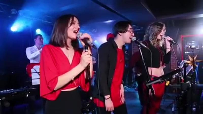 Лови свет и позитивные эмоции на концертах @ revo.band!⠀Друзья! 27.07 в клубе @ kozlovclub мы презентуем коллаборационный конц