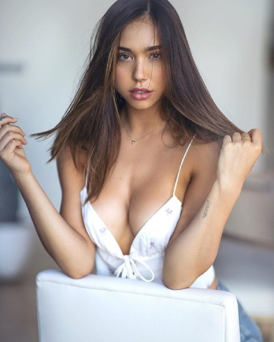 Alexis Ren, Santa Monica