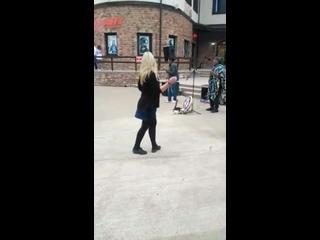 немножко танцев в олимпийской деревне)))