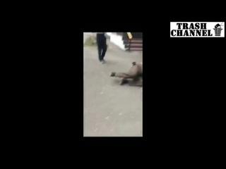 АУЕшники поставили на колени и избили бомжа