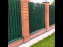 Забор из металлического евроштакетника / откатные ворота