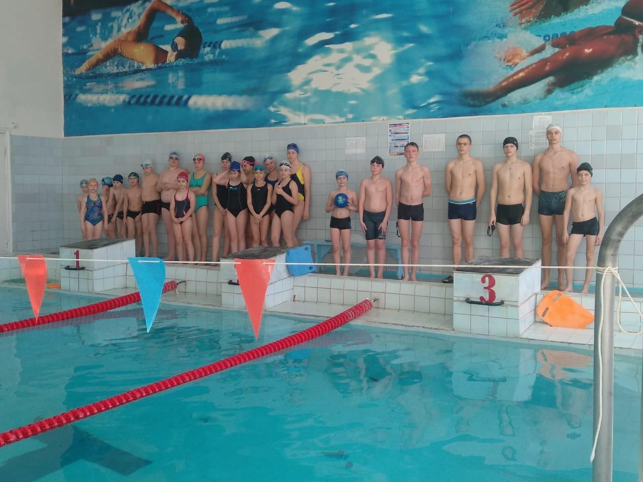 В бассейне «Дельфин» состоялись соревнования по комплексному плаванию