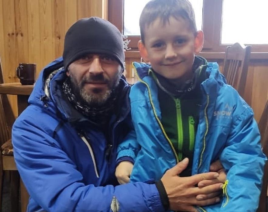 Инструктор спас ребенка во время схода лавины в горах КЧР