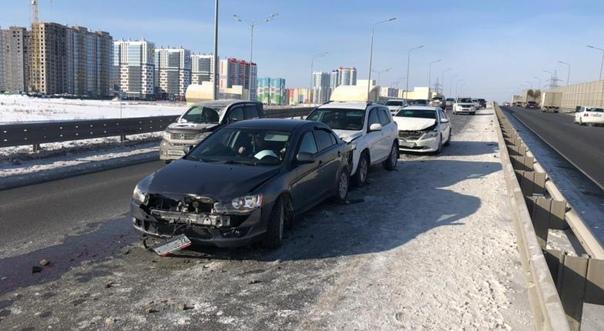 На улице Федюнинского столкнулись больше десяти автомобилей: аварии произошли на...