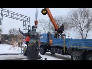Демонтаж памятника в Новой Аленовке
