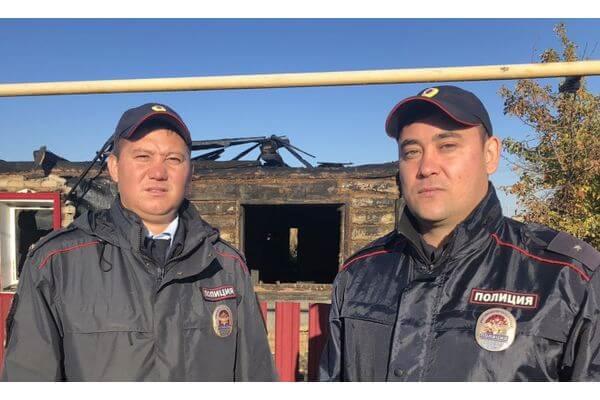 Полицейские вынесли из огня инвалида в Самарской о...