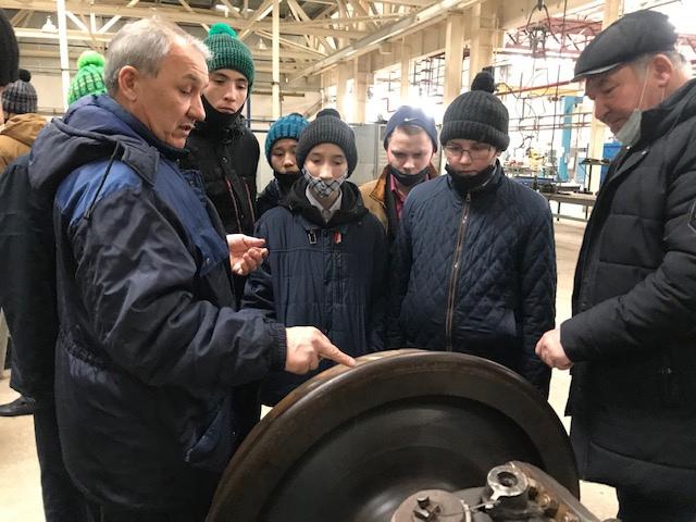 Воспитанники школы им. Галлямова познакомились с профессией машиниста, изображение №3