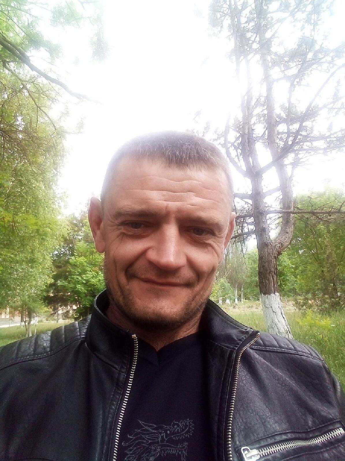 Андрей, 43, Nizhnegorskiy