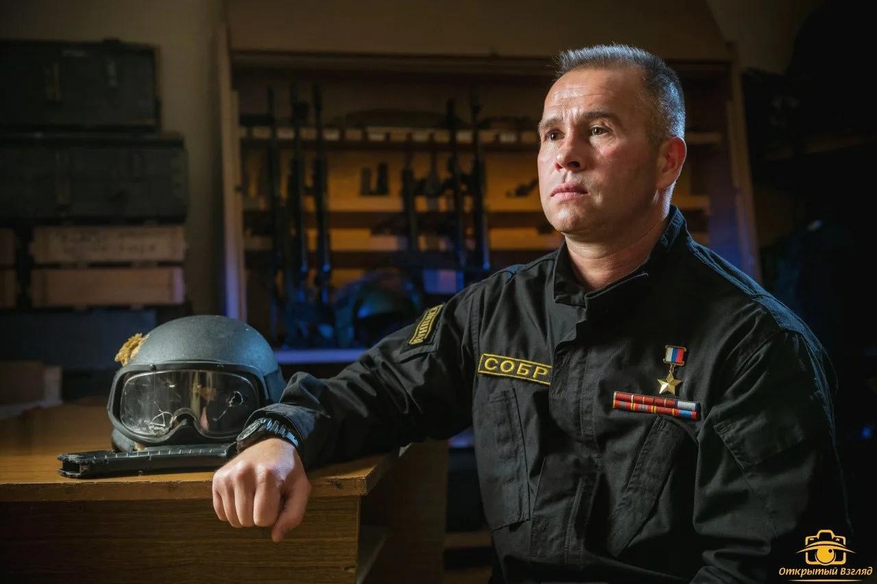 Герой России, полковник Александр Головашкин. С 1997 года в СОБР «Булат», неодно...