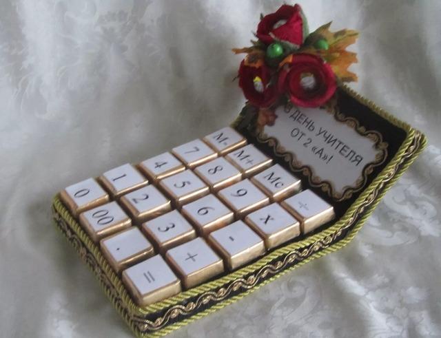 Как сделать счеты из конфет, как сделать калькулятор из конфет своими руками мастер-класс, подаолк из конфет для бухгалтера,