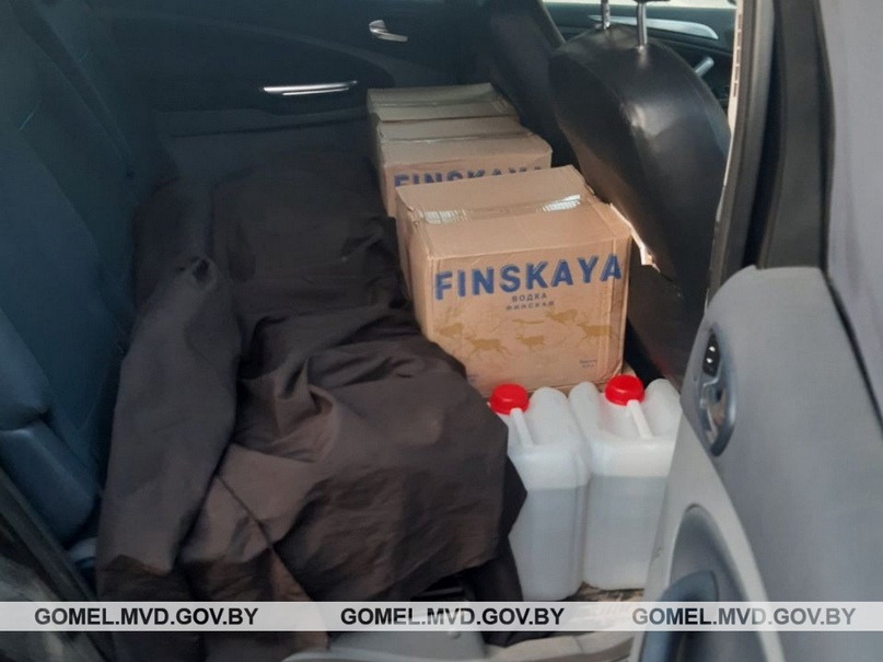 В Калинковичах задержан мозырянин, перевозивший контрафактный алкоголь.